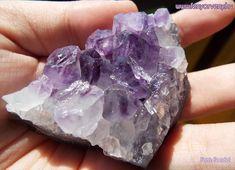 Az Ametiszt az isteni tervvel összhangba hozza gondolatainkat és akaratunkat, így elősegíti a spirituális fejlődést. Az ametiszt kristály közvetíti St. Germain Ibolya Lángját. / Kristálygyógyászat / Gyógyító kövek: Ametiszt ~ gyógyítás kövekkel, gyógyító ásványok, gyógyító kövek, gyógykristályok, kristálygyógyászat, kristályok, ásványok, fényörvény