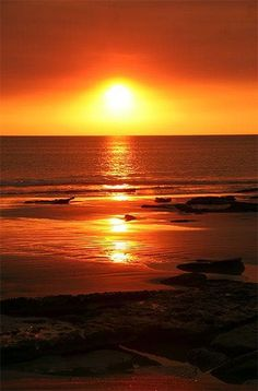 Sunset à Cable Beach - Australie - Global Pins! Amazing Sunsets, Amazing Nature, Sunset Pictures, Nature Pictures, Beautiful World, Beautiful Places, Best Sunset, Sunset Sea, Sky Sea