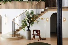 The Allied Maker showroom decked out with flowers by 📸 by Curved Staircase, Staircase Design, Stairs Architecture, Interior Architecture, Luxury Interior, Interior Design, Stair Decor, Farmhouse Remodel, Interior Stairs