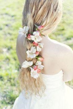 Peinado linea boho con tocado de flores naturales. #novias #bodas #ciudadreal #novias2015