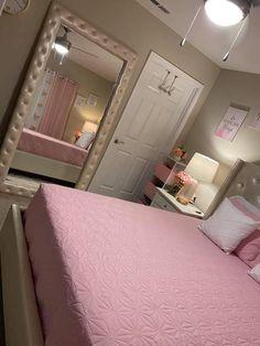 Decor Home Living Room, Apartment Bedroom Decor, Room Design Bedroom, Small Room Bedroom, Room Ideas Bedroom, Bedroom Decor For Teen Girls, Teen Room Decor, Beauty Room Decor, Stylish Bedroom