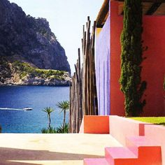 """""""The Art of Seeing. It is essential to an architect to know how to see: I mean, to see in such a way that the vision is not overpowered by rational analysis."""" - Luis Barragán.  Mexican architect Barragán revolutionised modern architecture in the country with his use of bright colours reminiscent of the traditional architecture of Mexico. #EastonPearson #LuisBarragán"""