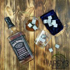 Виски-камни (англ. #whiskey #stones) — это #аксессуар культуры употребления виски. #камнидлявиски позволяют охладить #виски, не разбавляя его. С их помощью также можно охлаждать другие напитки (#ром, #вино, #сок, #лимонад). В свою очередь, нагретые #камни за счет высокой теплоемкости позволяют поддерживать температуру горячих напитков, таких как #кофе, #какао и #чай, только при условии если температура камней не ниже, вышеуказанных напитков. 1350₽ В магазинах подарков и декора Арбуз 🍉…