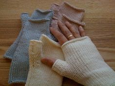 Easy, simple fingerless gloves.