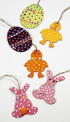 Decorate your own papier mache hanging shapes this Easter. A great craft. Create your own seasonal decor.