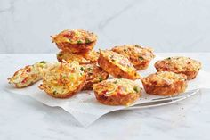 Looking for a quick lunch box snack? Our pie maker noodle vegie frittatas are a delicious way to get your daily vegies. Looking for a quick lunch box snack? Our pie maker noodle vegie frittatas are a delicious way to get your daily vegies. Lunch Snacks, Healthy Snacks, Healthy Tuna, Healthy Chicken, Easy Dinners For Kids, Just Pies, Frittata Recipes, Sausage Rolls, Chicken Flavors