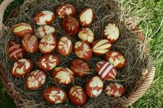 Therese Lydia Joseph: Naturally dyed Easter Eggs - A Swiss Tradition