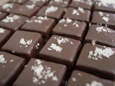 Finished with pink sea salt the Salt Roasted Almond praline is the ultimate combination of sweet and salty.