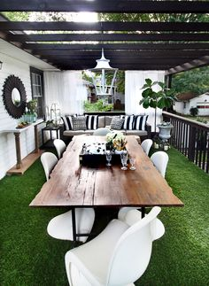 Outdoor Astroturf Patio // Live Edge Table