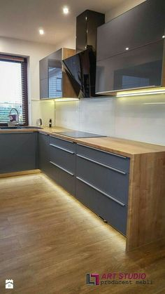 Cuisine can we keep the bones of our kitchen and have the drawers bones cuisine drawers kitchen kücheeinrichten interiordesign Kitchen Room Design, Kitchen Cabinet Design, Modern Kitchen Design, Home Decor Kitchen, Kitchen Layout, Kitchen Living, Interior Design Kitchen, Home Kitchens, Modern Kitchen Interiors