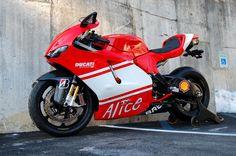 Ducati Desmosedici RR Shared by Motorcycle Fairings - Motocc Ducati 1198s, Ducati Motorcycles, Cars And Motorcycles, Ducati Desmosedici Rr, Motorcycle Engine, Super Bikes, Motorbikes, Life Crisis, Vehicles