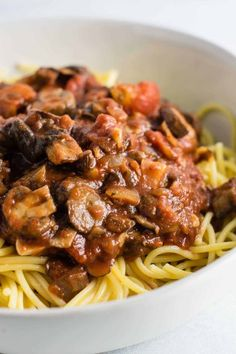 """Easy meatless spaghetti sauce recipe made with mushrooms, garlic, and onions. A delicious """"meaty"""" vegetarian spaghetti recipe. #meatless #spaghetti #vegetarian #meatlessspaghetti"""