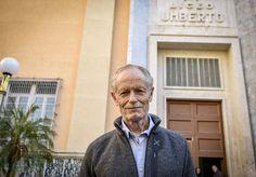 """Erri De Luca tra gli studenti del Liceo Umberto di Napoli: """"Saviano ha una dolorosa competenza della camorra"""""""