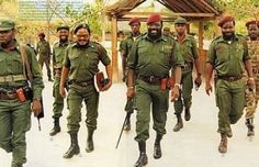Jonas Savimbi leader of the UNITA rebels in the Angolan Civil War. History Online, World History, Army Pics, Army Day, Famous Pictures, Defence Force, World View, Ivory Coast, African History