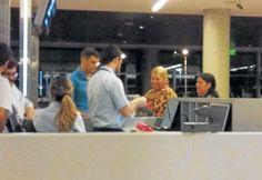 CARRIO SE FUE DE VIAJE A MIAMI SIN OPINAR DEL POLEMICO DECRETO      Carrió se fue de viaje a Miami sin opinar del polémico decretoEstará allí hasta el 13 de diciembre para participar de charlas y conferencias En medio de la polémica por el blanqueo la diputada Elisa Carrió una de las impulsoras de excluir a los familiares de los funcionarios viajó a Miami hasta el 13 de diciembre con el objetivo de participar de charlas una de ellas sobre el blanqueo y conferencias. El pasaje y los viáticos…