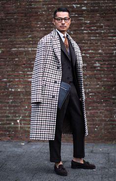 Firenze Pitti Uomo Fashion Week Men's Street Style Fall 2018 by Robert Purwin Ideas Haircut Men Vintage Mens Fashion. Men Street, Autumn Street Style, Mode Style, Men's Style, Gentleman Style, Mens Clothing Styles, Asian Men, Streetwear Fashion, Men Dress