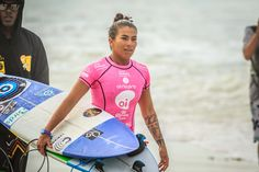 Para assistir de perto os melhores surfistas do mundo no Rio Pro ninguém precisa pagar nada, é só procurar um lugar na areia para torcer para os seus surfistas favoritos.None