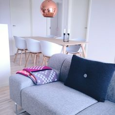 Morgenshopping inden arbejde - ny Hay pude til sofaen Sofa, Couch, Tom Dixon, Love Seat, Living Spaces, Dining Room, Chair, Bedroom, Inspiration