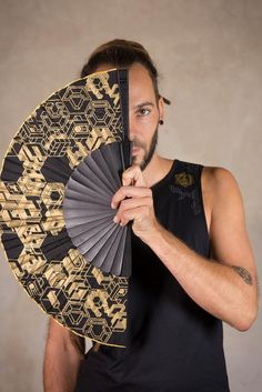 Black Hand Fan and Folding hand fans with Sacred Geometry IMPORTANT Info: The new 30 cm Cube handfans dont have the golden border on the top ... the product picture is like the last picture  Our hand fan is an amazing hand crafted artwork. The Cube hand fan has a beautiful sacred geometry artwork. Cute Summer Outfits, Cool Outfits, Dark Mori, Self Design, Summer Accessories, Assassins Creed, Pin Image, Sacred Geometry, Cyberpunk