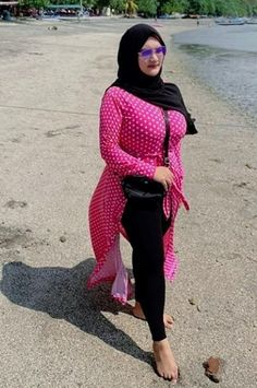 Arab Girls Hijab, Girl Hijab, Muslim Girls, Beautiful Muslim Women, Beautiful Hijab, Plus Size Fashion For Women, Curvy Women Fashion, Cute Girl Face, Cool Girl