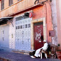 Przez pierwsze dni pobytu w Marrakeszu towarzyszyła mi taka ekscytacja... Później przyszedł czas nostalgii, zadumy nam tym wszystkim... I w dużej mierze obserwowania życia mieszkańców Maroko ze smutkiem. Bo widziałam tam dużo sytuacji, które w ten smutek wprowadziły. . Już niedługo pojawią się na blogu pierwsze marokańskie wpisy... ❤️ . #maroccanlife #marrakesh #marrakech #marrakechmedina #maroko #morocco #meknesmorocco #moroccotravel #salamaleykum #travellingthroughtheworld #moroccostyle… Delicious Desserts, Recipes, Recipies, Ripped Recipes, Cooking Recipes, Medical Prescription, Recipe
