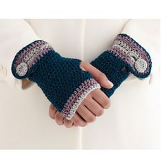 Buttoned Wristers (fingerless gloves/mittens) - free crochet pattern