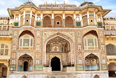 India's Amber Fort in Rajasthan is a travel dream for many people, and for good reason. But you can make this dream come true on our Essence of Rajasthan luxury tour. Jaipur Travel, India Travel, New Delhi, Rudyard Kipling Jungle Book, Le Taj Mahal, Dubai, Site Classé, Amer Fort, Ville Rose
