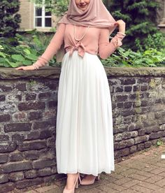 Maxi Skirt Outfits, Modest Outfits, Casual Dresses, Girl Outfits, Abaya Fashion, Fashion Wear, Skirt Fashion, Fashion Dresses, Islamic Fashion
