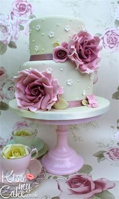 Vintage wedding Cake www.kissmycake.co.uk