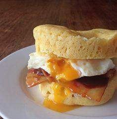 Du pain sans gluten, sans lait, sans sucre, sans céréales et low carbs Vos petits déjeuners ne seront plus jamais les mêmes! J'ai bien dit PAIN! Quand j'ai trouvé cette recette sur instagram, la pr...