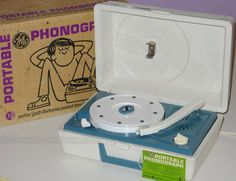 GE Youth Electronics Portable Phonograph Record Player Blue White #turntable #vinyle #vintage