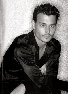 Johnny Depp is an amazing, versatile actor with enourmous talent! He is the best actor of all time and of course my all time FAVORITE! Johnny Depp I would LOVE to meet you! Hot Men, Hot Guys, Sexy Men, Young Johnny Depp, Here's Johnny, Marlon Brando, Brad Pitt, Junger Johnny Depp, Divas
