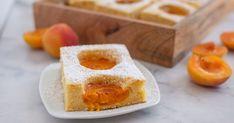 Klasický koláčik, vylepšený voňavým mandľovým likérom. Cornbread, French Toast, Pudding, Breakfast, Ethnic Recipes, Desserts, Food, Basket, Dessert Ideas