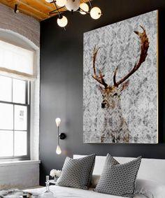 Mooi rendier schilderij boven het bed
