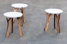 Voici une idée originale pour cette série limitée de 15 tabourets nommés « Branch Stool ». Cette série est éditée par schindlersalmerón, les 15 pièces sont composées de branches récoltées dans une forêt proche de Zurich et adaptées à une assise en fibre.