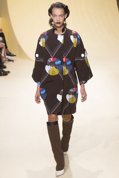 Marni Fall 2016 Ready-to-Wear Fashion Show  http://www.theclosetfeminist.ca/  http://www.vogue.com/fashion-shows/fall-2016-ready-to-wear/marni/slideshow/collection#31