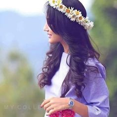 Cute Girl with Flower Crown Princess Dp for Fb girlz Cute Girl Poses, Cute Girl Photo, Beautiful Girl Photo, Beautiful Girl Image, Cute Girls, Stylish Dresses For Girls, Stylish Girls Photos, Stylish Girl Pic, Girl Photos