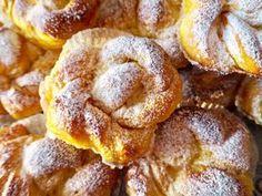 Magiska saffransbullar med vaniljfyllning – Niiinis Kitchenlife Donuts, Baked Doughnuts, A Food, Food And Drink, Panera Bread, Beautiful Desserts, Sweet Pastries, Sweet Bread, Christmas Baking