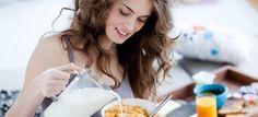 Диетологи и врачи в один голос твердят о том, что завтрак – это самый главный прием пищи. Сегодня мы хотим разобраться в этом вопросе более подробно. Мы расскажем не только почему важно завтракать, но также когда и чем. Утренний прием пищи ускоряет метаболизм Как известно, работа организма во время ночного сна замедляется и все системы […]
