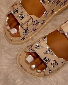 Cute Shoes, Me Too Shoes, Sneakers Fashion, Fashion Shoes, Fashion Outfits, Casual Outfits, Fashion Accessories, Fresh Shoes, Louis Vuitton Shoes