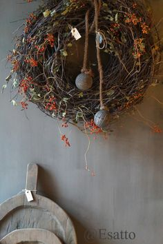 Esatto: Altijd iets nieuws by Esatto... Christmas Greenery, Rustic Christmas, Christmas Wreaths, Christmas Decorations, Holiday Decor, Homemade Tables, Hygge Christmas, Christmas Interiors, Christmas Projects