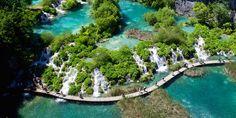 Parque Nacional del Lago Plitvice, Croacia. hermosos lagos, cuevas y cascadas. También está poblado por ciervos, osos, lobos y raras especies de aves.