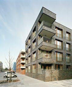 © Dorfmüller I Klier, Hamburg Modern Residential Architecture, Brick Architecture, Facade Design, Exterior Design, Brick Facade, Building Facade, Balcony Design, Balconies, Timber Cladding