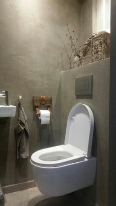 Toilet betoncire, tadelakt, leather belt hack. Switch-homedesign.
