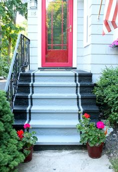 10 Easy DIY Ways To Power Up Your Home's Curb Appeal | Apartment Therapy