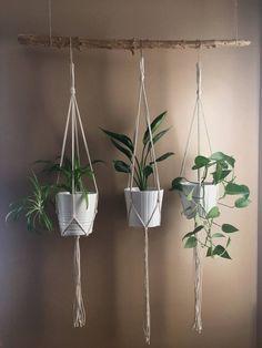 Discover thousands of images about Minimalist Macrame Plant Hanger//Modern Macrame//Macrame Plant Holder// Hanging Planters, Diy Hanging, Hanging Baskets, Garden Planters, Modern Macrame, Le Hangar, Vertical Garden Design, Le Cordon, Macrame Plant Holder