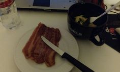 Good morning! My breakfast: microwaved eggs + bacon. I it can be cooked, I can make it in the microwave…