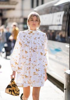 These 3 Ladylike Trends Just Dominated London Fashion Week's Street Style Spring Summer Fashion, Spring Outfits, Spring Clothes, Cool Street Fashion, Street Style, Bow Tops, Fashion Project, London Fashion, Pretty Dresses