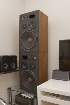 4412 Last Built Full Wood Finish all sides, 2016 redone surround by Wembley Loudspeaker UK Hifi Speakers, Hifi Audio, Latest Camera, Good Old Times, High End Audio, Home Technology, Types Of Cameras, Loudspeaker, Audiophile