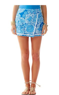 The Dree printed envelope skort is a springtime must. Wear with your favorite tank and sandals for an easy and chic look this season.